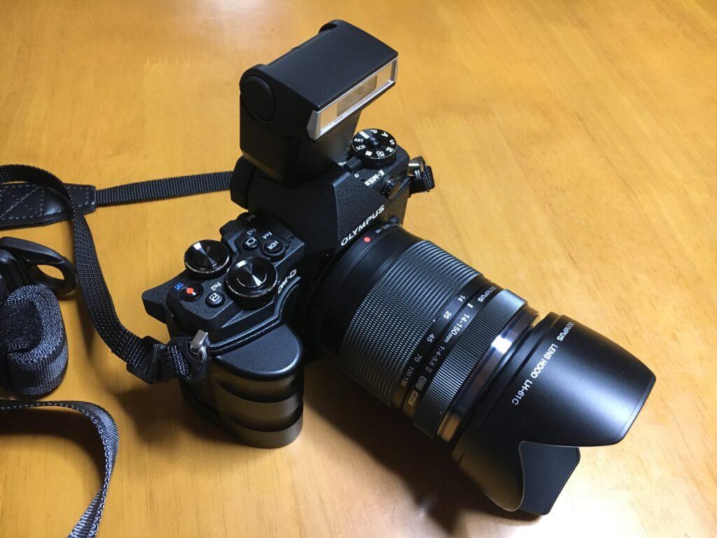 オリンパス OM-D E-M5 Mark II 外付けストロボ
