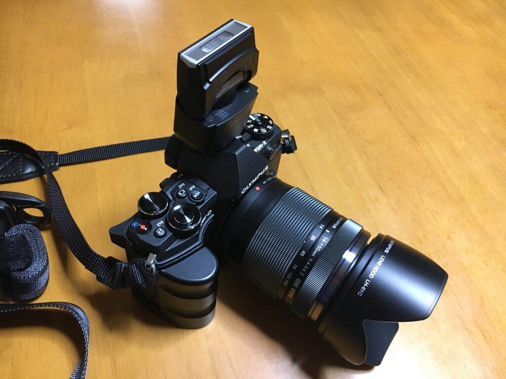 オリンパス OM-D E-M5 Mark II 外付けストロボ バウンス撮影