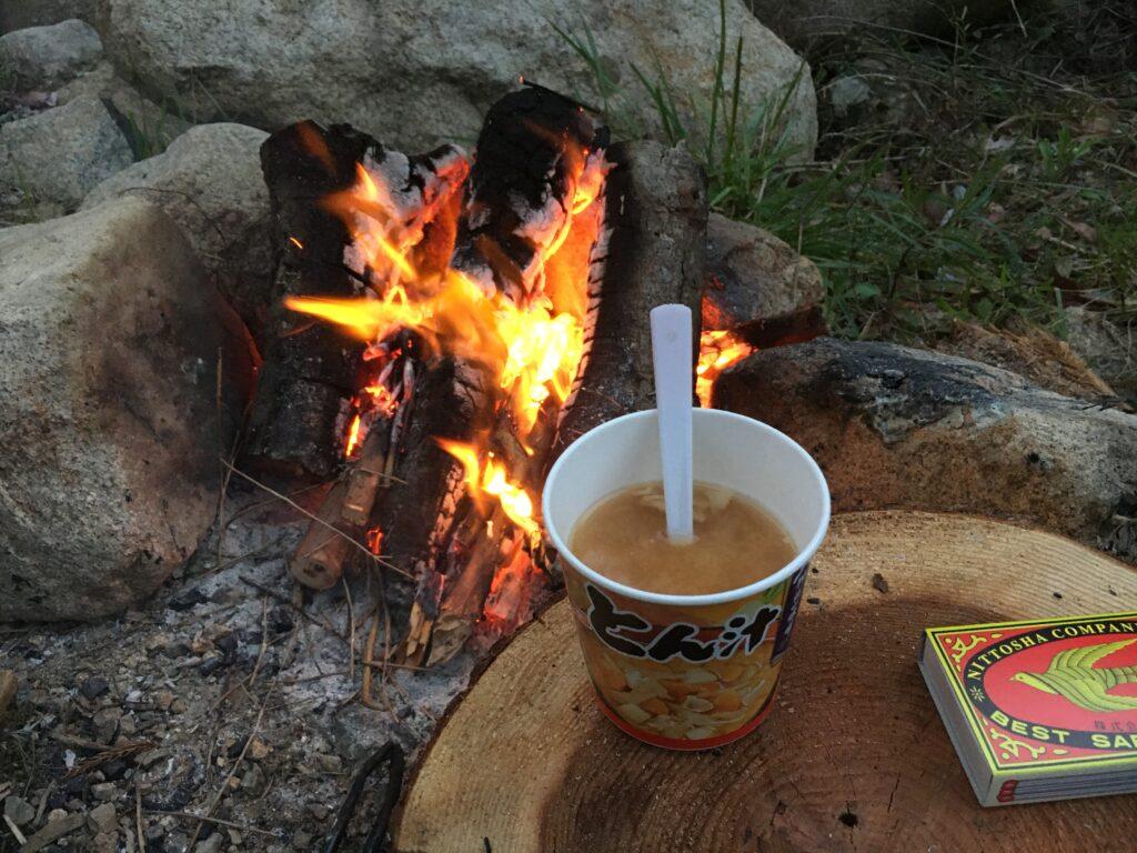 焚火と豚汁