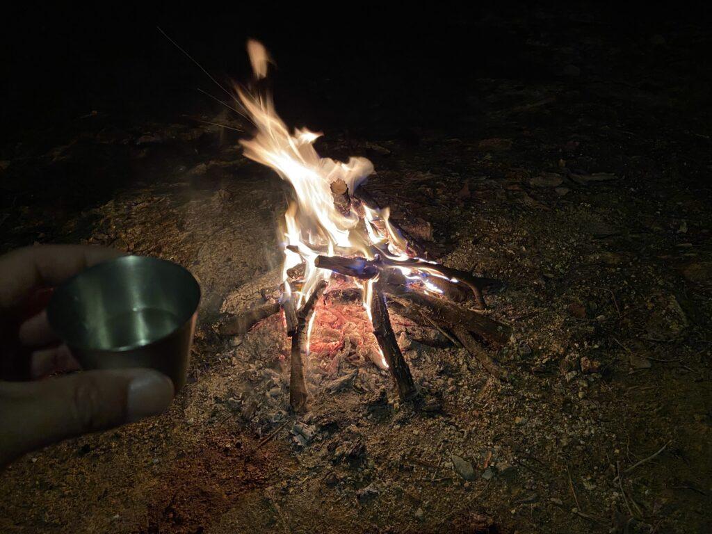 焚き火と日本酒
